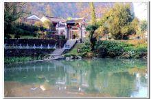"""黄姚古镇是一个有九百多年历史文化的古镇,位于广西贺州西南约八十公里,漓江下游,素有""""小桂林""""之称。属"""