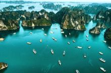 """属于越南的""""水中桂林""""  书面介绍 这里将近有两千多座岛屿,这里就是越南南部的下龙湾。下龙湾是由剧烈"""