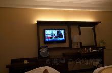 房间比较大,设施还算不错,不过明显有霉味,作为四星酒店,个人感觉不如有的三星