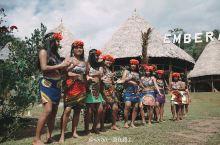 探访巴拿马原始部落Embera 这次旅行最大的惊喜就是探访库纳原始部落,印第安小船工撑着独木舟,沿着