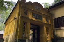 雁荡山之灵岩寺。始建于北宋年间,为雁荡18古刹之一,现已重新,旧殿基本废弃。