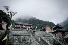 心中一直向往的武当山,小说江湖中的武林泰斗所在地,风景无限美好,登上金顶除开人流量不说,仿佛人在仙境