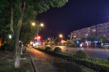 芜湖街道上的夜景挺好看。