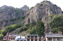 温州雁荡山,以奇特的火山岩为主,各种各样的岩壁充满了想象的空间。