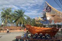 四方水上市场位于泰国芭提雅,因徐静蕾出演的《杜拉拉升职记》的电影在四方水上市场拍摄取景,为了迎合中国