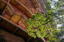 中国四大石窟之一麦积山石窟 建议早点or晚点上去,要不在石壁上被太阳晒死; 远观美还是美,石窟数量很