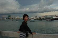 芭提雅(Pattaya),是中南半岛南端的泰国一处著名海景度假胜地。芭提雅属于泰国春武里府(Chon