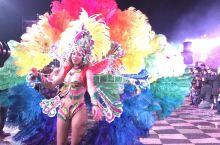 偶遇摩纳哥的狂欢之夜,富有异国风情特色的摩纳哥,狂欢夜气氛非常热闹,隆重挤满人的广场!富有特色的歌舞