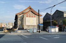 坐标吕祖庙对面,还原老城区的生活,标志性的老吴茶汤勾起几代人的儿时回忆,闲时走走,有情怀的地方。