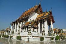 苏泰寺-莲花宝座下的美名  景点地址:Bamrung Mueang Road, Bangkok 10