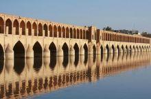 结构漂亮充满异域风情——三十三孔桥  伊朗是我们都比较熟悉的一个国家,国家不大,但是依然有着自己的文