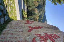 秋天的时候还没有来过焉支山呢。今天有外地的朋友来玩,就带他们来了山丹比较有名气的焉支山。 丹马路经过