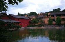 """弥勒市可邑小镇位于云南省红河哈尼族彝族自治州弥勒县城22公里,是彝族支系阿细人的聚居地。""""可邑""""是阿"""