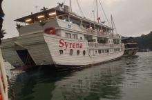 Syrena 上有一位年轻的小伙子,服务特别周到。船不大,房间不多。在船上住上1-2夜。一路美景带着