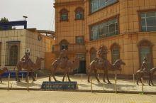 叶城,喀什前一站。 叶城得名于叶尔羌,是丝路南道重镇、昆仑明珠。通往藏西的219国道与315国道在此