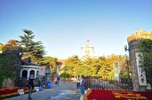 中国海洋大学鱼山校区,也就是中国海洋大学的老校区,网传的中国最美20所大学之一。其实学校里风景一般,