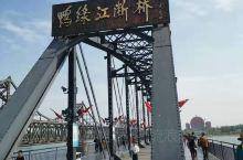 鸭绿江断桥 断桥一侧历史凝重,另一侧波光粼粼的江面彰显休闲 虎山长城 登高远眺,朝鲜与中国轮番遥望,