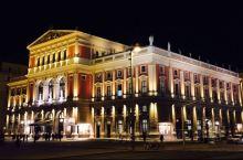 维也纳 - 金色大厅,因奥地利音乐家协会每年元旦在这里举行一场新年音乐会而驰名于世,也为中国人民所熟