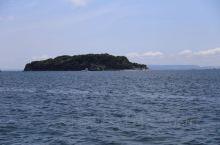 东京湾最大的自然岛,从高空俯瞰形似一只脚丫。根据考古遗迹岛上自绳文时代起已有人居住的痕迹,现在可以在