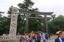 """出云大社作为日本最重要的民间神社,以""""结姻缘""""的神灵而闻名,吸引着络绎不绝的参拜者。神社本殿是日本的"""