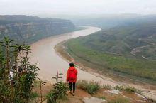 黄河湾有很多湾,这是在山西永和县的黄河蛇曲地质公园拍到的仙人湾。 导游说乾坤湾更好看,是天然的太极图
