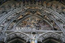 伯尔尼大教堂太精美  伯尔尼大教堂实在是太精美了。 抵达伯尔尼的第一天,是下午了。 去了熊坑,然后看