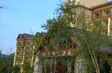悦豪假日酒店位于青峰峡景区的大门外面,在眉太公路边上,每年夏天是很多人避暑的第一选择 交通便利,百度