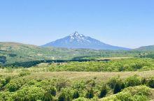 从礼文岛可以远眺利尻富士山。这里有个久种湖,多样的花卉及礼文山丘。由于这里不是游客热点,故此酒店选择