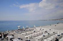 尼斯是法国旅游名城,在天使湾拥有连绵几十公里的地中海海岸线,称之为永恒之美的蔚蓝海岸。博纳是葡萄酒的