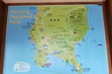 观海平台三面临海,可以远眺太平洋、巴士海峡和台湾海峡。在这里可以看到各种形状的礁石,碧绿的海水,蓝色