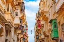 瓦莱塔Valletta 这座自带蜂蜜色滤镜的马耳他首都,虽然袖珍,却集聚了320多处历史遗迹,曾力压