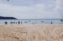 误打误撞来到了了一片静谧的海滩,在普吉岛上。