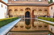 阿尔罕布拉宫(Alhambra)是摩尔人在西班牙最后一个穆斯林王朝所建造的宫殿,其建筑极尽奢华,具有