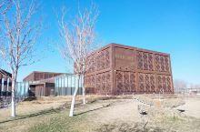 第一次到内蒙古,来乌海的目的虽然不是旅行,但是是一次很愉快的旅途。来逛了乌海胡,蒙古族家具博物馆。在