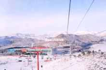 隐居在群山中的阿勒泰,是人类滑雪的起源地。这里到现在还有着古老的毛皮滑雪,体验原始滑雪玩雪,超爽的体