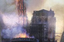2019年4月15日下午6点50分左右,法国巴黎圣母院发生火灾,整座建筑损毁严重。这次去看看巴黎圣母