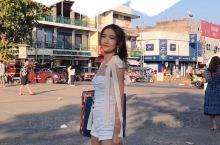 来清迈怎么可以不去塔佩门拍照! 建议选好衣服!找泰国小哥一百泰铢拍出超美的动感! 上衣: Siste