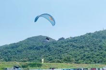 第一次滑翔伞体验 公司有户外俱乐部,某一天发了一个滑翔伞的活动30个名额,大家就心痒痒想着赶紧报名,