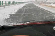 小雪过后,高速公路