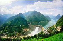 二滩水电站位于四川省西南部的雅砻江下游,坝址距雅砻江与金沙江的交汇口33Km,距攀枝花市区46Km,
