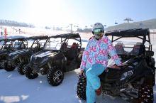 冬天来长白山鲁能胜地,就是炫车技的时候到了,姐开雪地四驱越野小case,不仅上冰下山,爬个大雪坡竟然