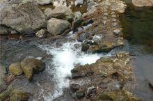 天帝渊瀑布是济州岛七归普氏中文片的一个著名的景点。在众多的瀑布景区中,我认为天帝渊瀑布是最具有观赏性