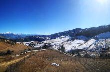 哈巴雪山 告别了香格里拉城,我们驱车返回丽江。途中可以远眺哈巴雪山。 哈巴雪山位于香格里拉市东南部,