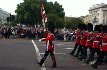 英皇卫队 正好赶上,看到英国皇家卫队飞伍……~@