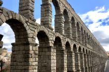 来到塞哥维亚的主要目的就是欣赏罗马人智慧,有超过2000年历史的古罗马大渡槽 The Aqueduc