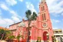 耶稣圣心堂是一座罗马天主教教堂,位于越南胡志明市第三郡二征街289号,属于天主教胡志明市总教区,建于
