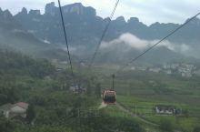 天门山,直接坐半小时索道上山顶,山顶景色绝对是人间仙境,云雾缭绕,微风拂面,吸着清新的空气,心中什么