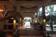 很棒的一家度假村,在Kunduchi这边。周末也没啥人,惊喜的是在check in的时候酒店大堂居然