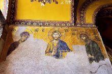 土耳其的地标、世界最大穹顶:圣索菲亚大教堂。