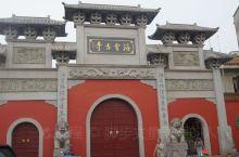 寺院位于湘潭老城区,规模不大,周边都是当地民居,寺院历史悠久,始建于东晋时期,现有建筑都是近代新修的